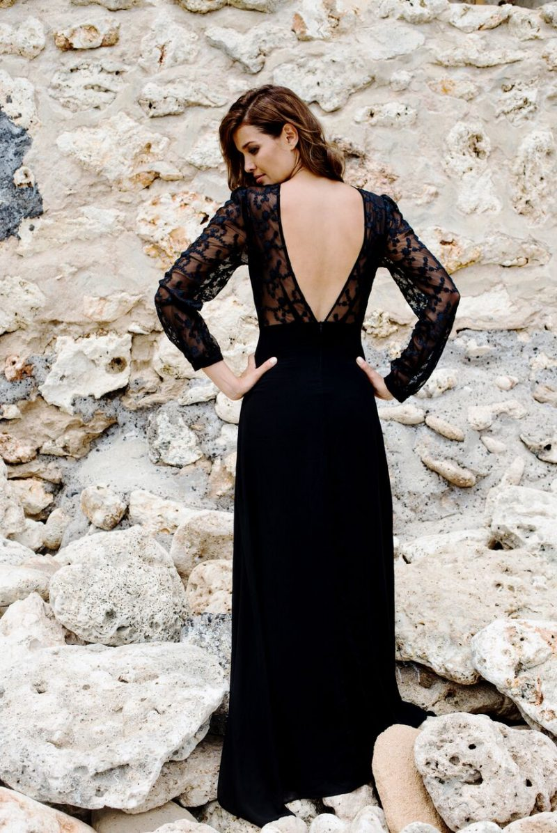 elegant_neckline_open_back_handmade